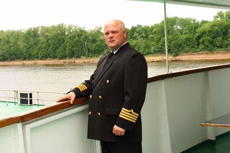 Капитан теплохода Меньшиков